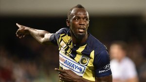 Usain Bolt en acción con el Central Coast Mariners