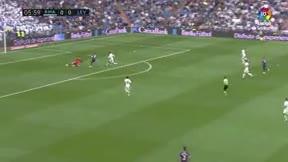 Varane aún lo está buscando: El golazo de Morales que inició la debacle del Madrid