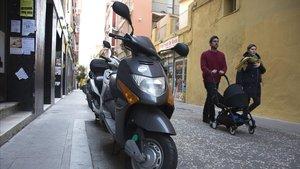 Motos aparcadas en Ramon y Cajal, la semana pasada