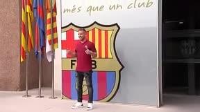 Arthur ya posa con el escudo del Barça
