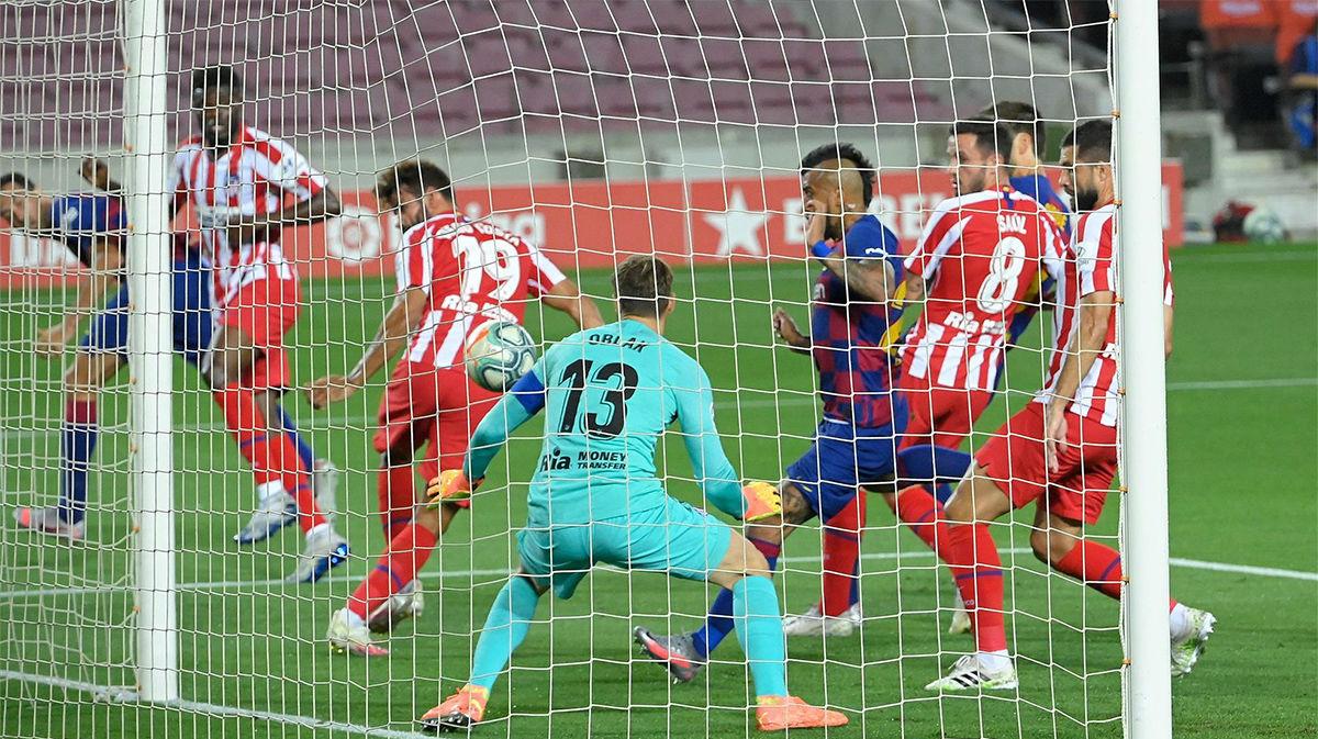 El Barça se adelantó gracias a un gol de Diego Costa en propia puerta