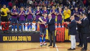 El Barça Lassa recibió la OK Liga en el adiós de Marc Gual al Palau