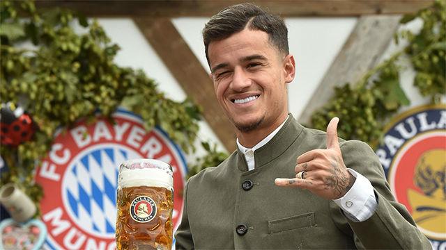 Coutinho se anima con la cerveza en el Oktoberfest de Múnich