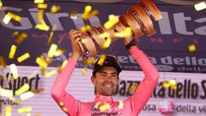 Dumoulin levanta el trofeo de campeón del Giro