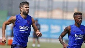 Gerard Piqué y Nelson Semedo en el último entrenamiento del Barça antes de viajar a Japón
