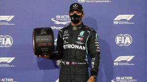 Hamilton tras lograr la pole position.