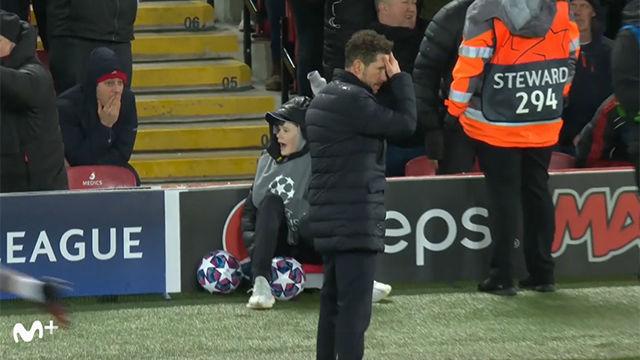 ¡Imperdible! El mayor susto de Simeone antes de la victoria en Anfield