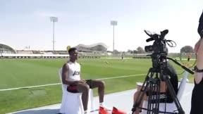 Increíble detalle de calidad de Pogba controlando un balón a media entrevista