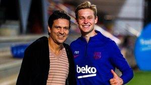 Litmanen posó junto a De Jong para tener una foto de recuerdo