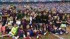 Los futbolistas del Barcelona celebraron la Liga sobre el césped