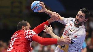 Raúl Entrerríos durante el partido de la Main Round ante Croacia
