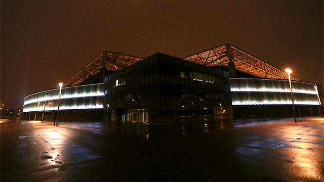 El RCDE Stadium se ilumina para homenajear a los sanitarios