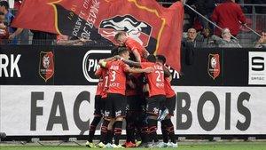 El Stade de Rennes celebrando el gol de la victoria.