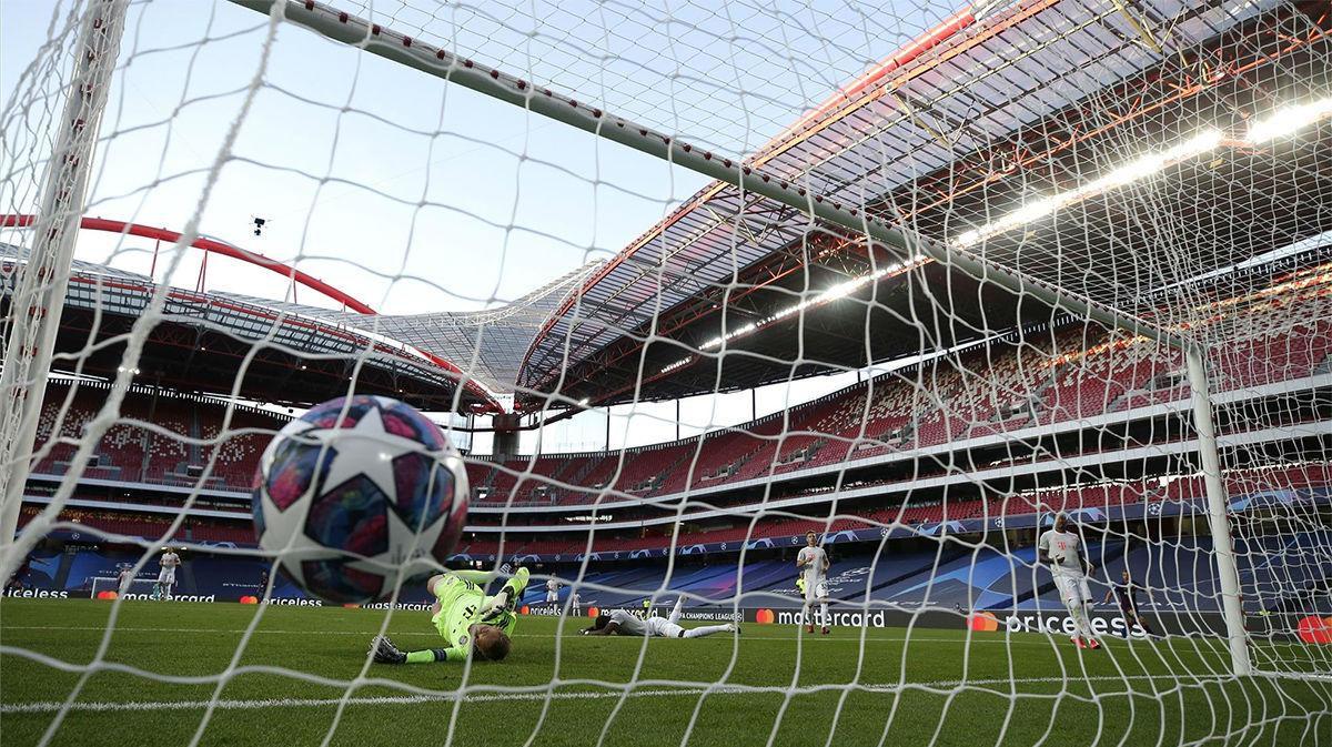 Alaba dio esperanzas al Barça anotándose en propia puerta