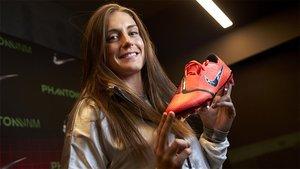 Alexia posa con sus nuevas Nike Phantom VNM tras una espectacular presentación