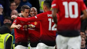 Ander Herrera marcó el primer gol del Manchester United en la victoria sobre el Chelsea