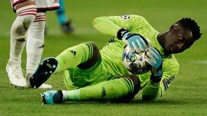 El conjunto parisino tantea al portero camerunés para hacer competencia al ex del Real Madrid
