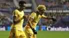 Douglas Luiz celebra con Mojica el gol del Girona en el campo del Levante