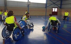 El fútbol, ese deporte que mueve masas y pasiones en todo el mundo, abre una puerta a la inclusión de las personas con discapacidad y en silla de ruedas, y lo hace con una nueva modalidad, el foothand.