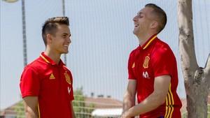 Gerard Deulofeu, con Denis Suárez en la concentración de la sub21