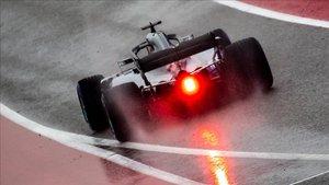 Hamilton rodando bajo la lluvia en Austin