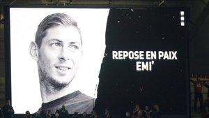 Homenaje a Emiliano Sala en el partido de Europa League entre el Betis y el Rennes