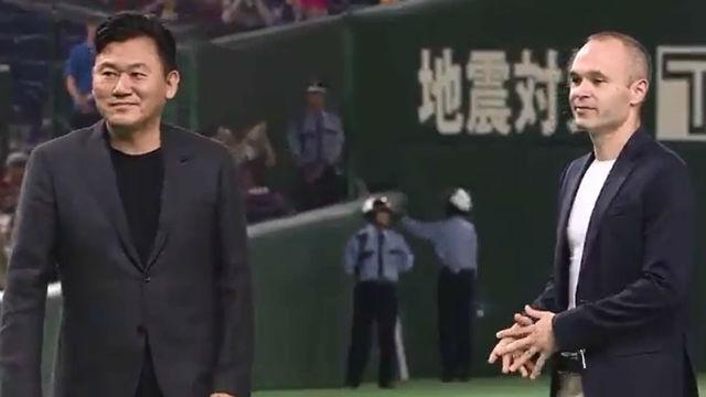 Iniesta fue presentado con el Vissel Kobe