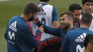 Jordi Alba defendió a Piqué de las críticas por el vídeo de Griezmann