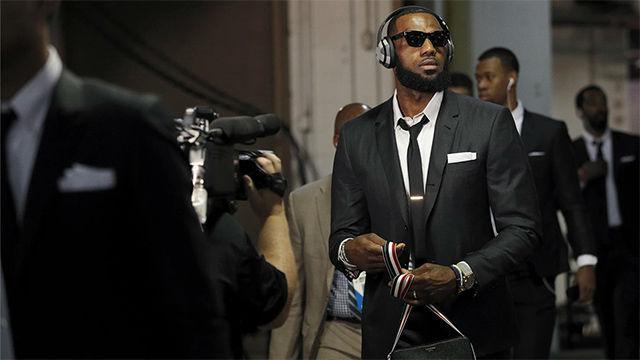Los Cavaliers han vestido modelos más discretos de Tom Browne esta temporada
