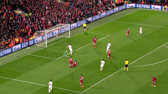 La Roma sale viva de Anfield gracias a dos goles