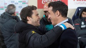 Rubi y Luis García se saludan amistosamente aantes del Villarreal-Espanyol.