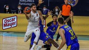 Rudy Fernández intentando anotar en un partido de Euroliga contra el Maccabi de Tel Aviv