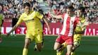 Sansone y Juanpe luchan por la posesión del balón