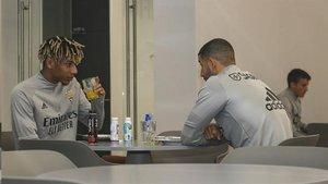 Todibo, en una imagen en una concentración con el Benfica