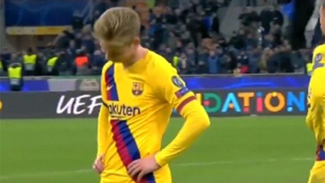 La tristeza de De Jong en San Siro cuando se entera de la eliminación del Ajax