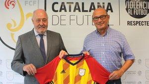 Xavi Llorens (derecha), con el presidente de la FCF, Joan Soteras