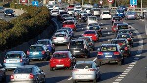 Los coches viejos producen más de la mitad de las emisiones del parque rodado en España.