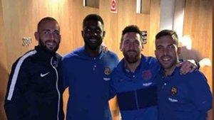 Aleix Vidal, junto a Umtiti, Messi y Jordi Alba