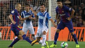 Andrés Iniesta, Pablo Piatti y Luis Suárez en el Barça-Espanyol (5-0) de la Liga 2017/18