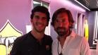 Carles Aleñá, junto a Pirlo