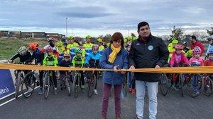 Casi un centenar de niños y niñas rodaron por el nuevo circuito de ciclismo de Vilanova