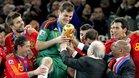Como capitán de España, Iker Casillas levantó el trofeo de Campeón del Mundo en Sudáfrica
