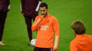 Hazard reaparecerá en el once titular contra el Huesca