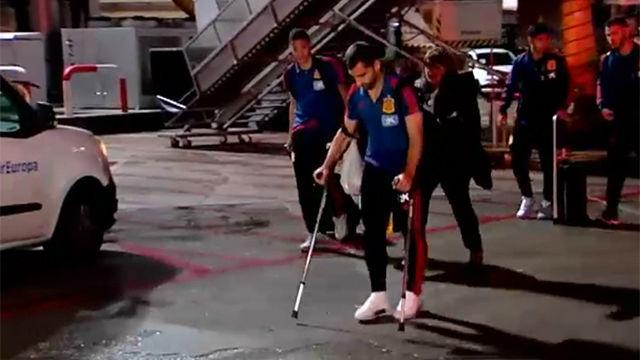 Jonny Otto llega a Madrid en muletas y sin apoyar el pie