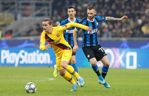 Las mejores imágenes del partido entre el Inter de Milán y el FC Barcelona del grupo F de la Champions League disputado en el estadio Giuseppe Meazza en Milán. Antoine Griezmann