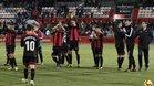 Los futbolistas del Reus agradecen al público su apoyo tras el partido ante el Numancia