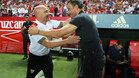 Luis Enrique y Jorge Sampaoli se saludan antes de un encuentro en el Sánchez Pizjuán