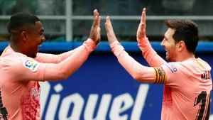 Messi celebra el gol con Malcom