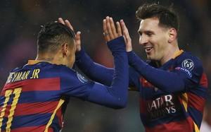 Neymar y Messi celebran un gol en el Camp Noi