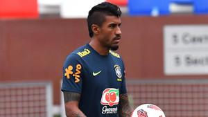 Paulinho Bezerra durante un entrenamiento de Brasil